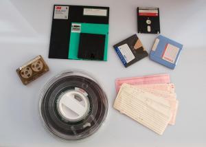 Αποθηκευτικά μέσα. Διάτρητες κάρτες, ταινίες, κασέτες, δισκέτες, zip