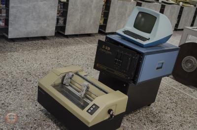 Τερματικό Lear Siegler ADM-3A. Υπολογιστής Cromemco System 2. Εκτυπωτής Control Data